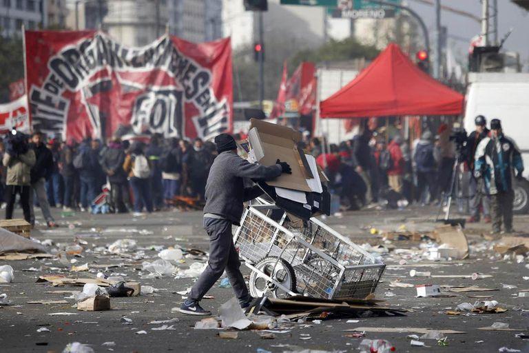 Reparto de tierras y subsidios, los pedidos de piqueteros a Alberto Fernández