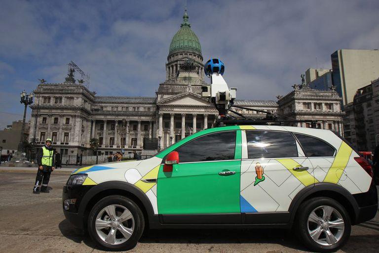 Uno de los autos que usa la compañía para actualizar sus mapas y sumar fotografías de las calles