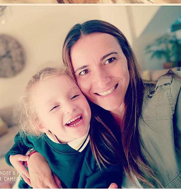 Verónica Garuti junto a Clara viven en un barrio privado de Tigre (Buenos Aires)