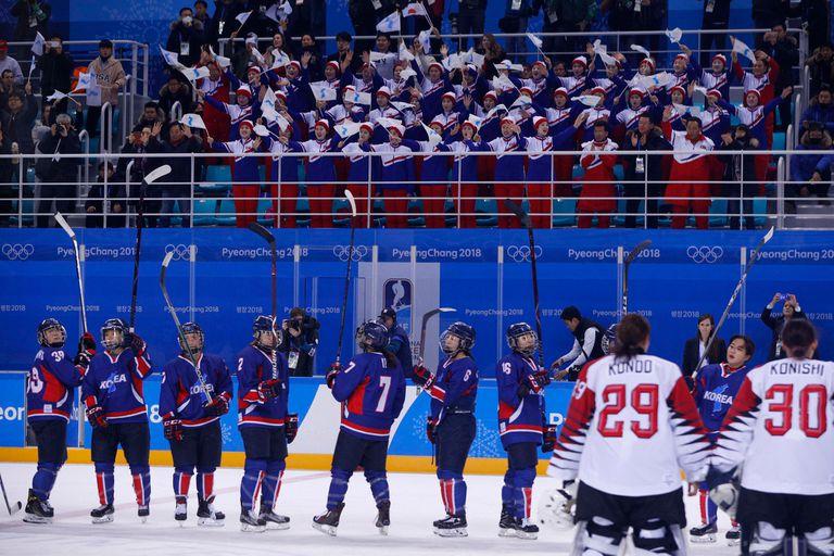 El equipo unificado de hockey de Corea festejó su primer gol en Pyeongchang