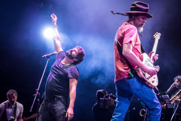 """Finalmente, el domingo por la noche Los Caballeros de la Quema tocaron por primera vez en Cosquín Rock. """"Estamos debutando a los 50 años.Qué virgos..."""", dijo Iván Noble"""