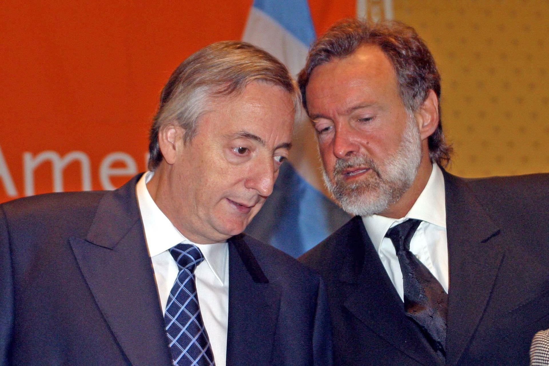 Néstor Kirchner le había ordenado a Rafael Bielsa que intente cobrar la deuda con Cuba. El canciller lo discutió cara a cara con Fidel Castro, avanzó en la negociación con el presidente del Banco Central Cubano, Francisco Soberbón.
