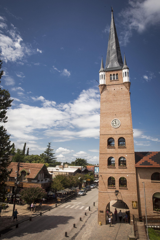 La Torre de Villa General Belgrano, con la cúpula restaurada en 2019.