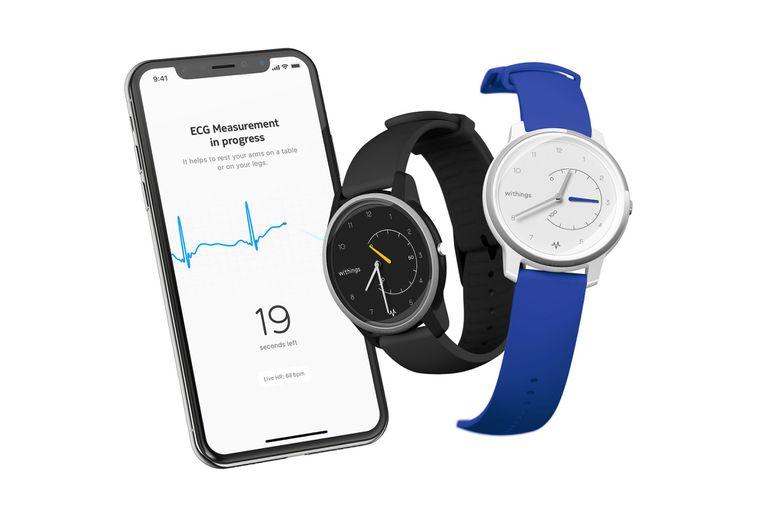 El Withings Move permite tomar un electrocardiograma con solo apoyar dos dedos sobre el bisel del reloj