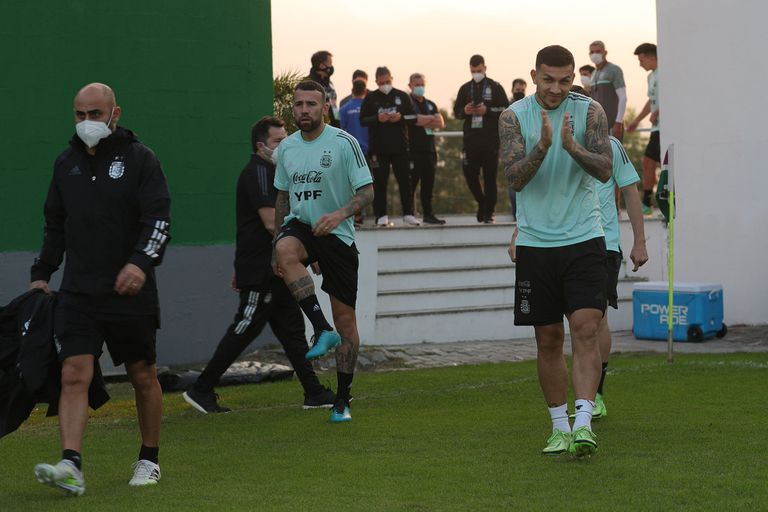 Leandro Paredes y Nicolás Otamendi, durante uno de los ensayos; en este caso, en campo de Fluminense