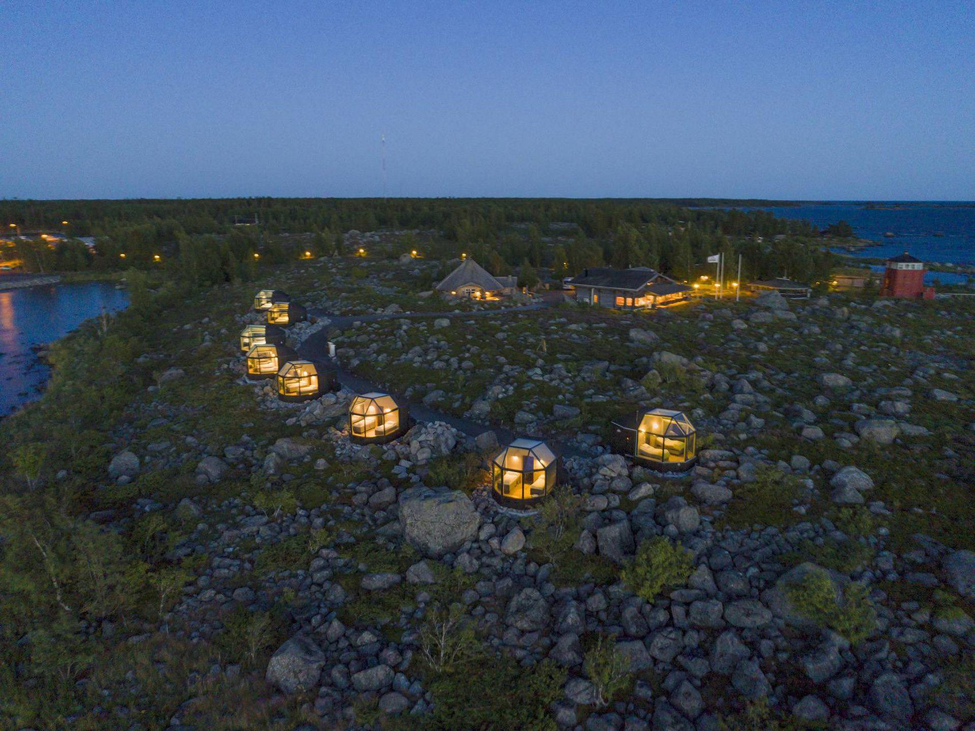 Anochece en el Kalles's Inn a orillas del Báltico.