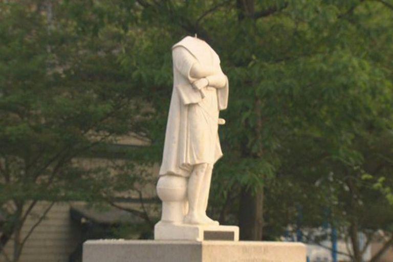 En Boston decapitaron una estatua de Colón