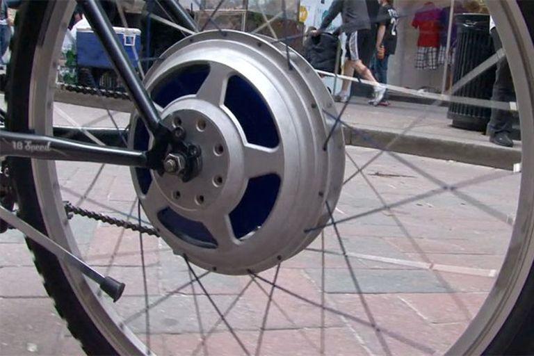 El sistema Green Wheel, que se incorpora al mecanismo de la rueda trasera, brinda una aceleración adicional que permite alcanzar la velocidad de 50 km/h