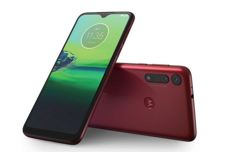 El Moto G8 Play es el hermano menor de la nueva generación de smartphones de Motorola, y cuenta con una triple cámara y 4000 mAh de batería