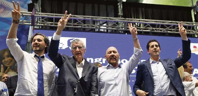 Gioja, junto a Santiago Cafiero, Gildo Insfrán y Eduardo de Pedro, en el último congreso del PJ nacional