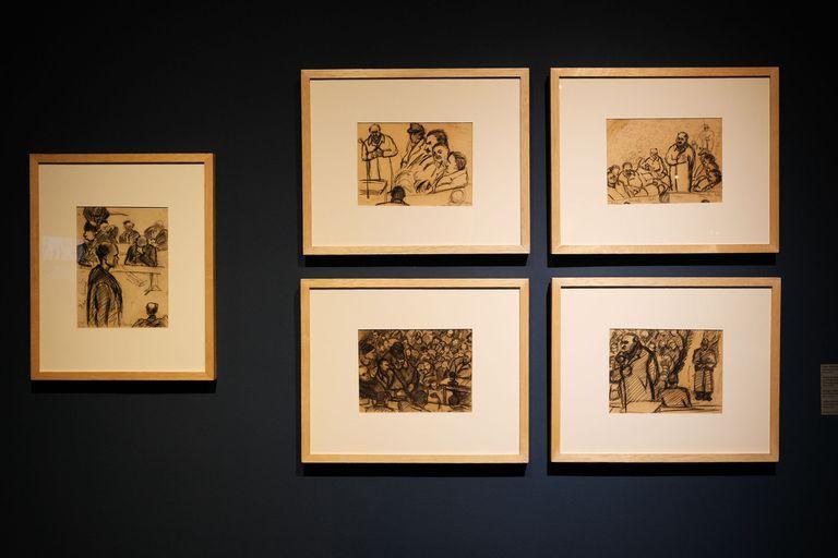 Algunos de los dibujos que hizo Margit Eppinger Weisz durante el juicio a los criminales de guerra, en su país, Hungría.