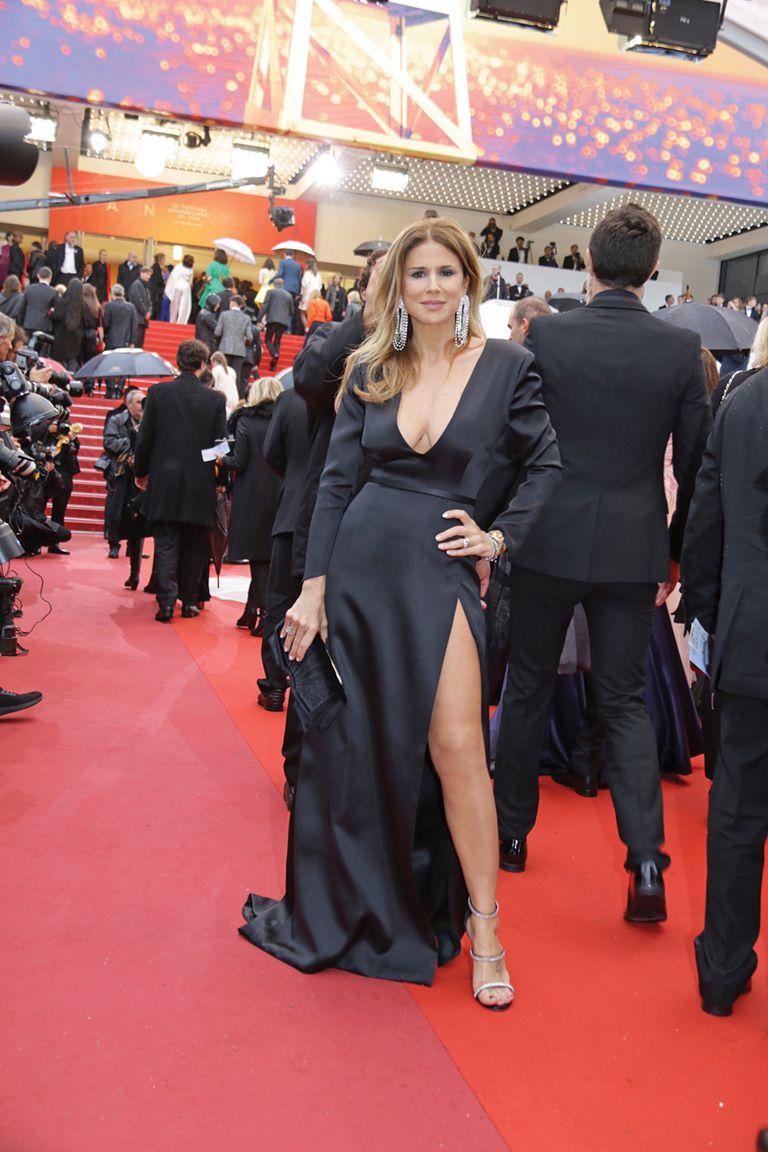 La actriz apostó al negro con escote vértigo de Pablo Battaglia.