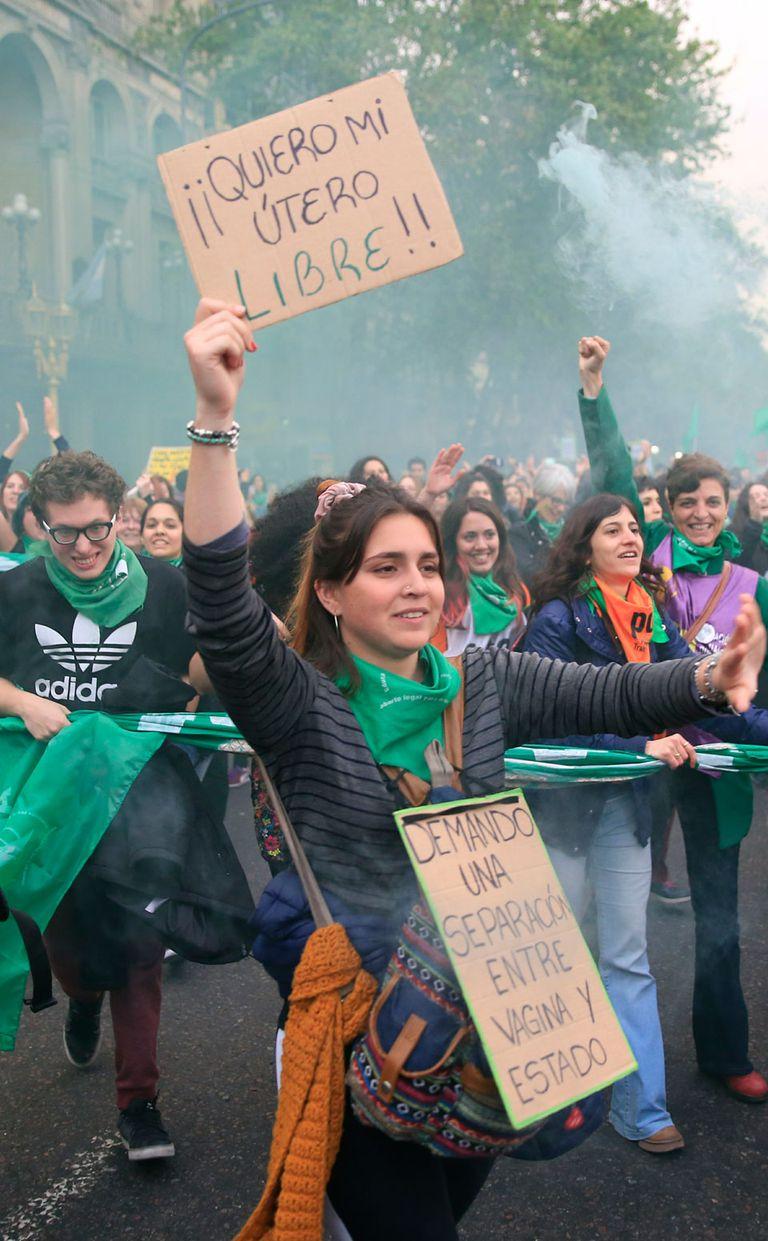 Marcha multitudinaria por la legalización del aborto