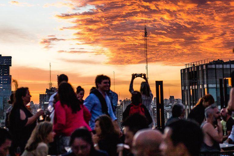 Cocktails y tapas en la terraza de Trade Sky Bar, en pleno microcentro