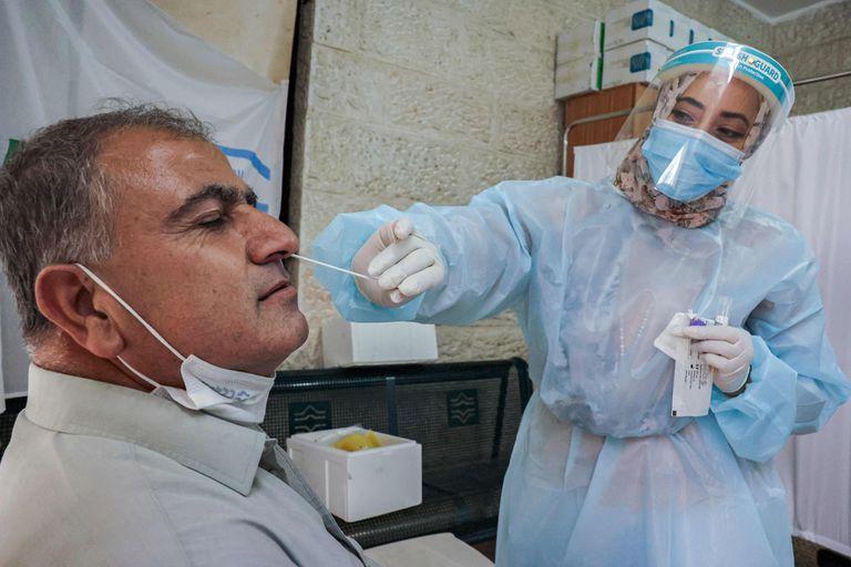 El país de Medio Oriente registró su mayor número de contagios desde enero pese a la másiva aplicación de inoculaciones; en las últimas semanas los infectados volvieron a subir debido a la variante delta
