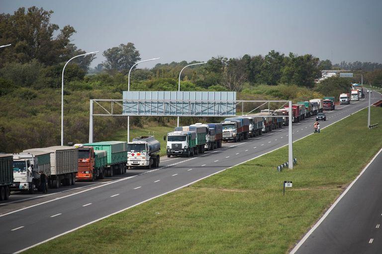 En soja los ingresos son menores a los del año pasado. Llegaron 18.824 camiones con la oleaginosa, por debajo de los 22.984 de 2020 para esta época