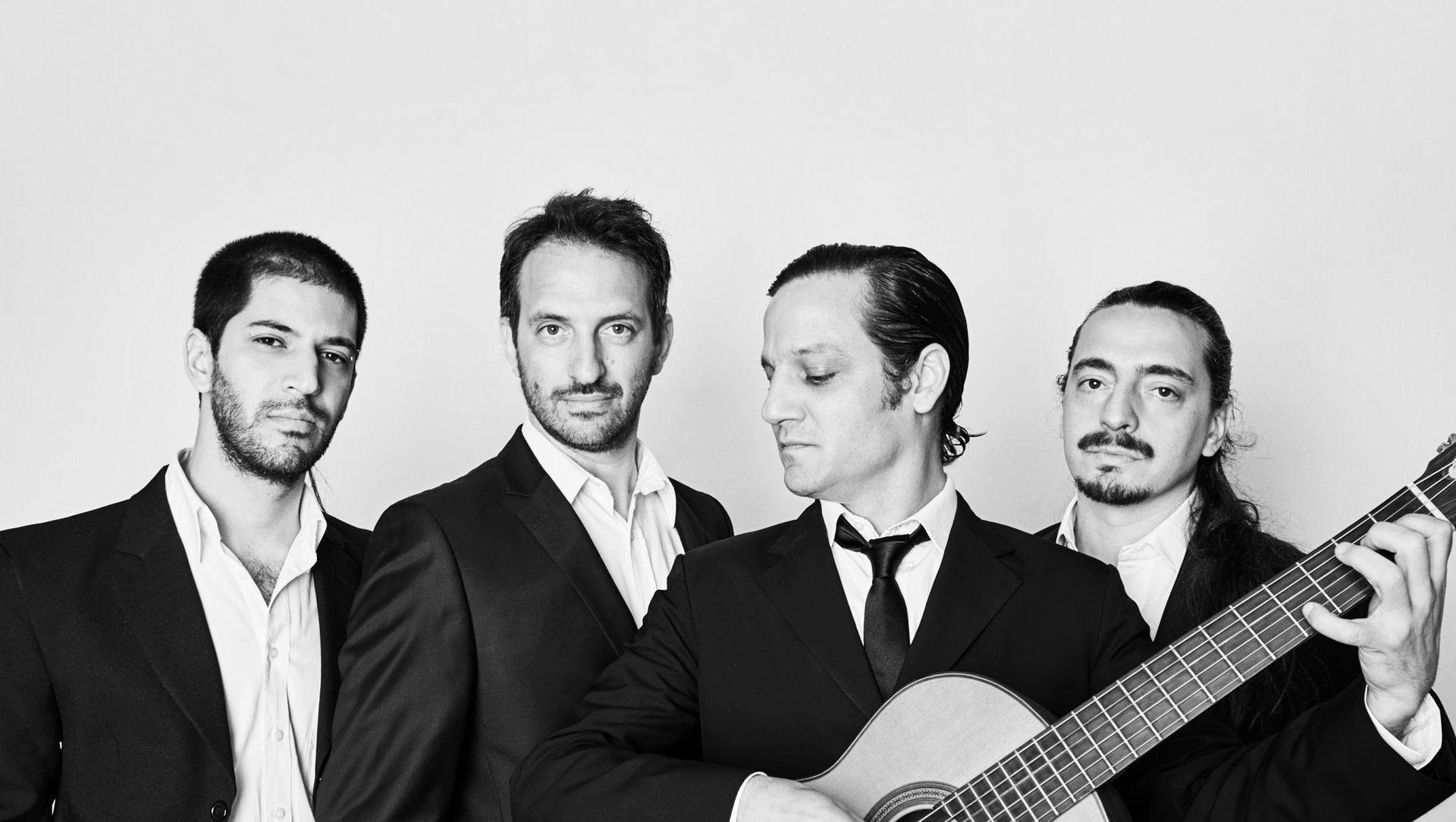Rodrigo junto a sus compañeros de El Yotivenco, el grupo con el que toca desde hace 15 años.