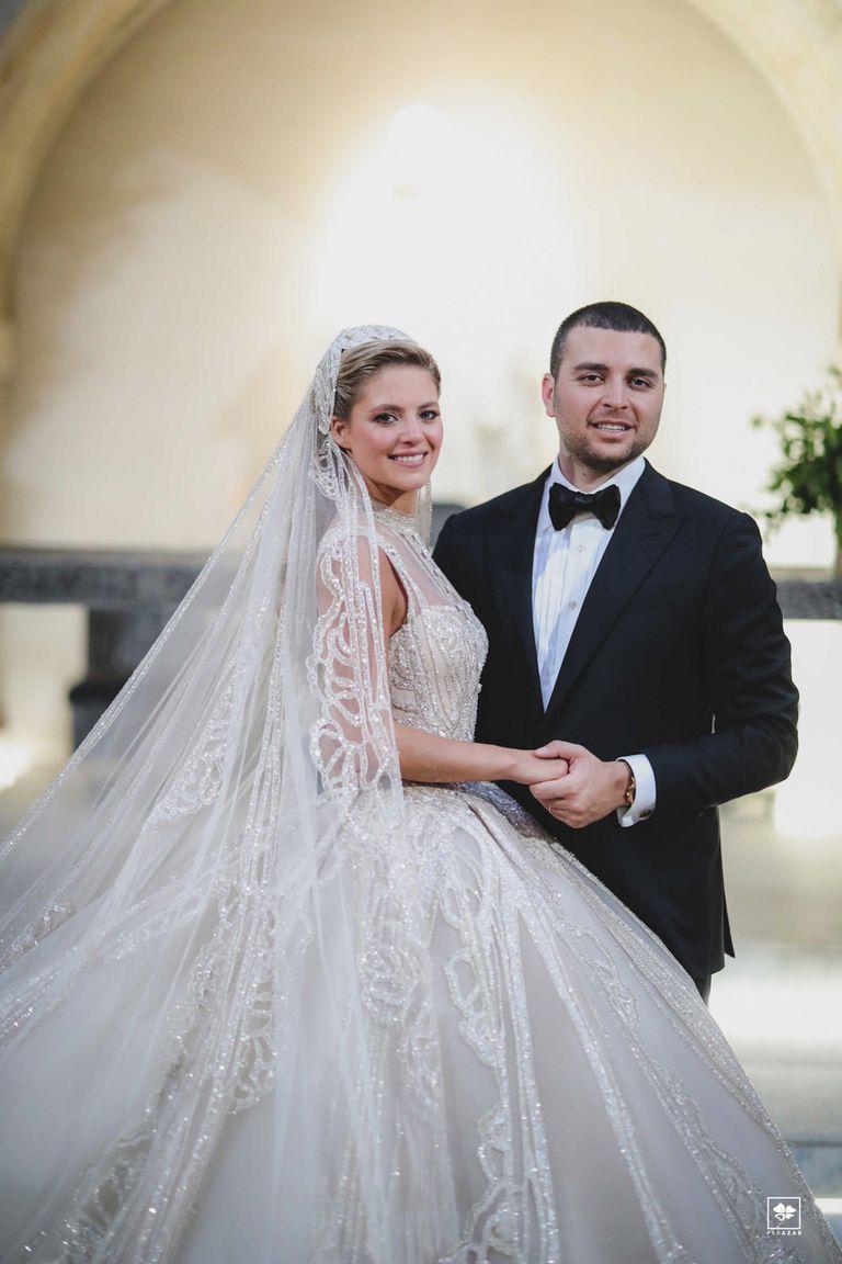 La novia es consultora en finanzas especializada en fusiones y adquisiciones y el novio, director general de Elie Saab (es el único de los hermanos involucrado en la companía de su padre).