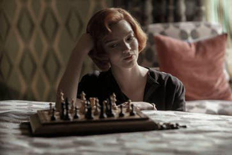 Beth Harmon, interpretada por la angloargentina Anya Taylor-Joy, es la gran campeona