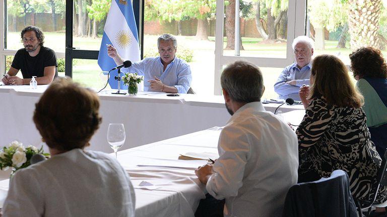 El comité de especialistas que asesora a Fernández promueve una cuarentena dura en AMBA