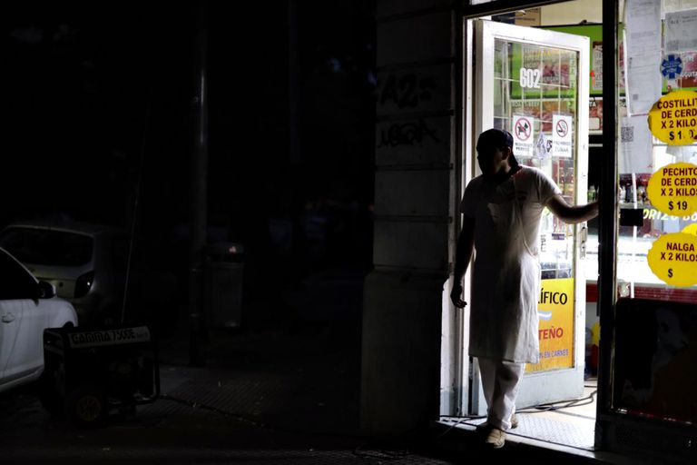 Miles de usuarios están sin luz en una jornada que superó los 35°