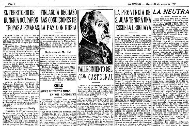 La Nación trae la noticia -sobre el extremo superior izquierdo - de la ocupación de Hungría por parte de las tropas alemanas