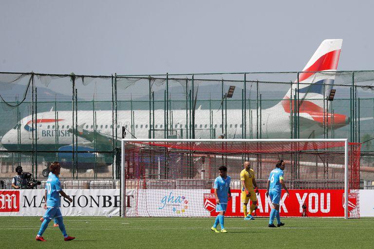 Gibraltar vs. San Marino: aviones al lado de la cancha y 100 partidos sin ganar