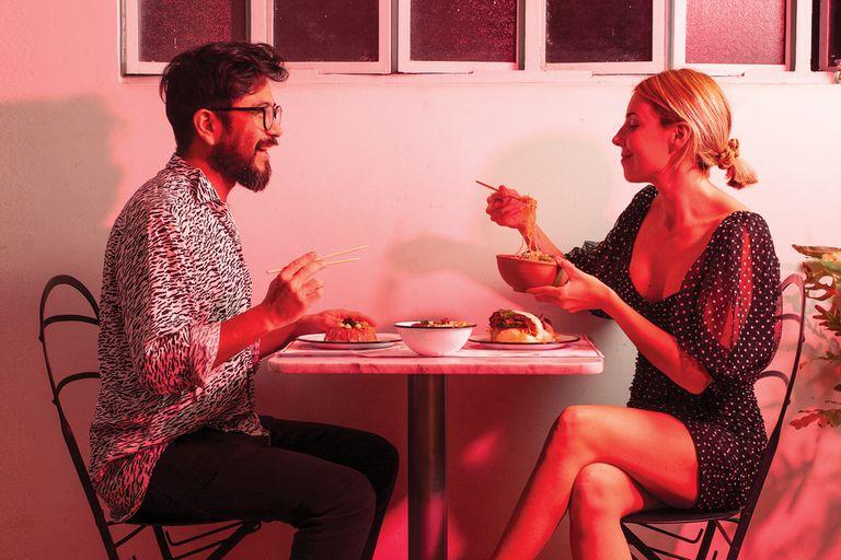 Salir a comer en casa: propuestas para una experiencia diferente puertas adentro