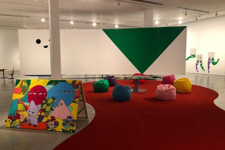 Vista de sala de la muestra de Ad Minoliti en el Museo de Arte Moderno