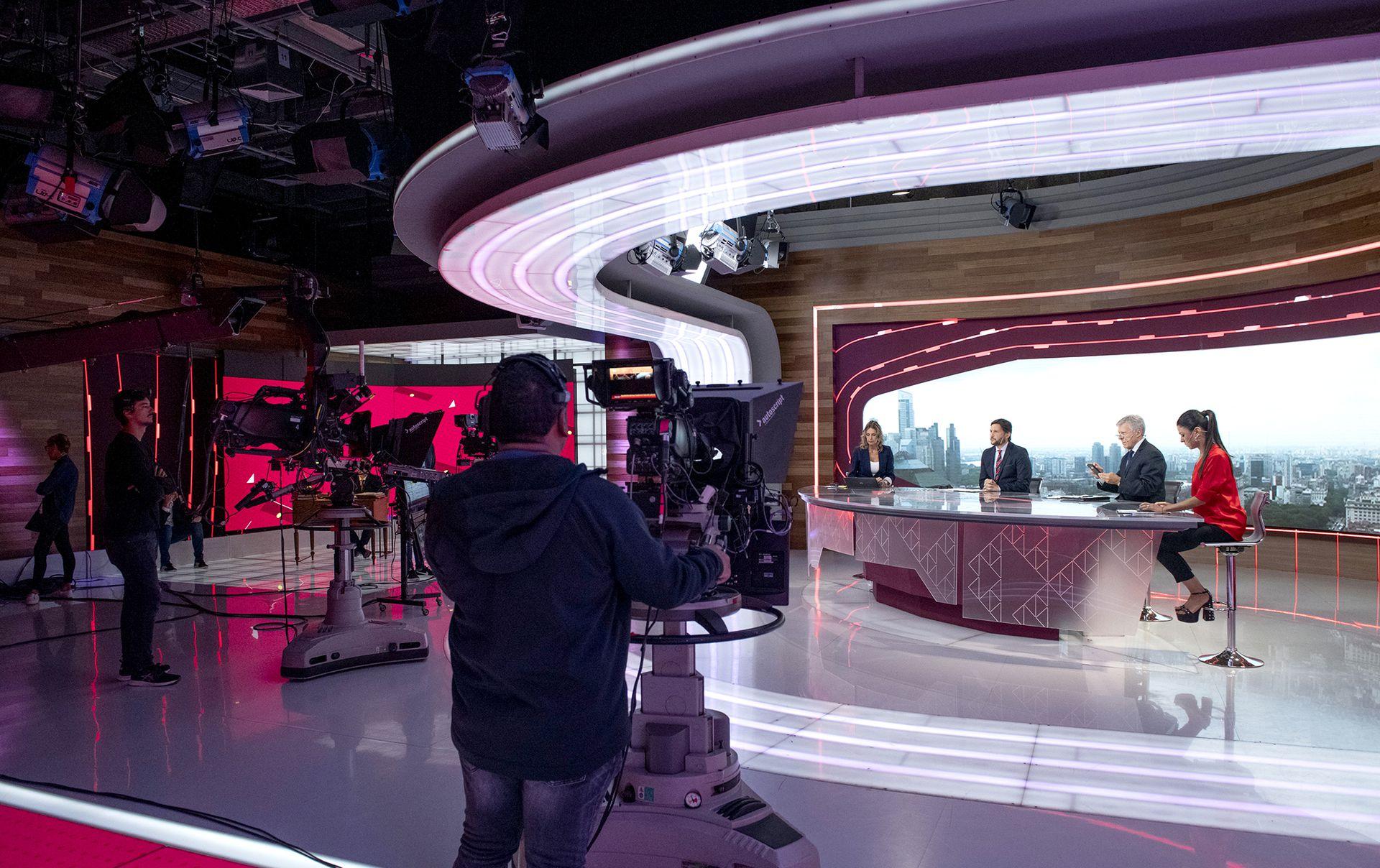 155 personas integran el plantel que hace posible las cuatro ediciones de los noticieros de Telefe