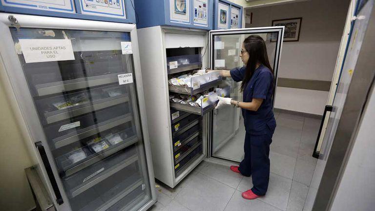 En el Servicio de Hemoterapia del hospital Durand, las heladeras están con la mitad de las unidades de sangre