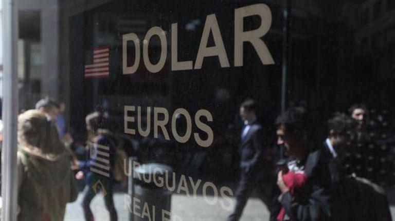 El dólar retrocedió en la rueda de hoy