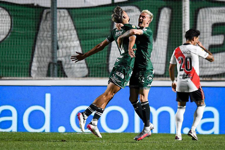 Todo Sarmiento celebra, Casco sufre el 1-0 del equipo de Junín