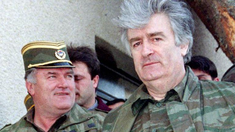 Mladic junto a Radovan Karadzic, exlíder político serbobosnio. El año pasado Karadzic fue hallado culplable de genocidio y sentenciado a 40 años de prisión