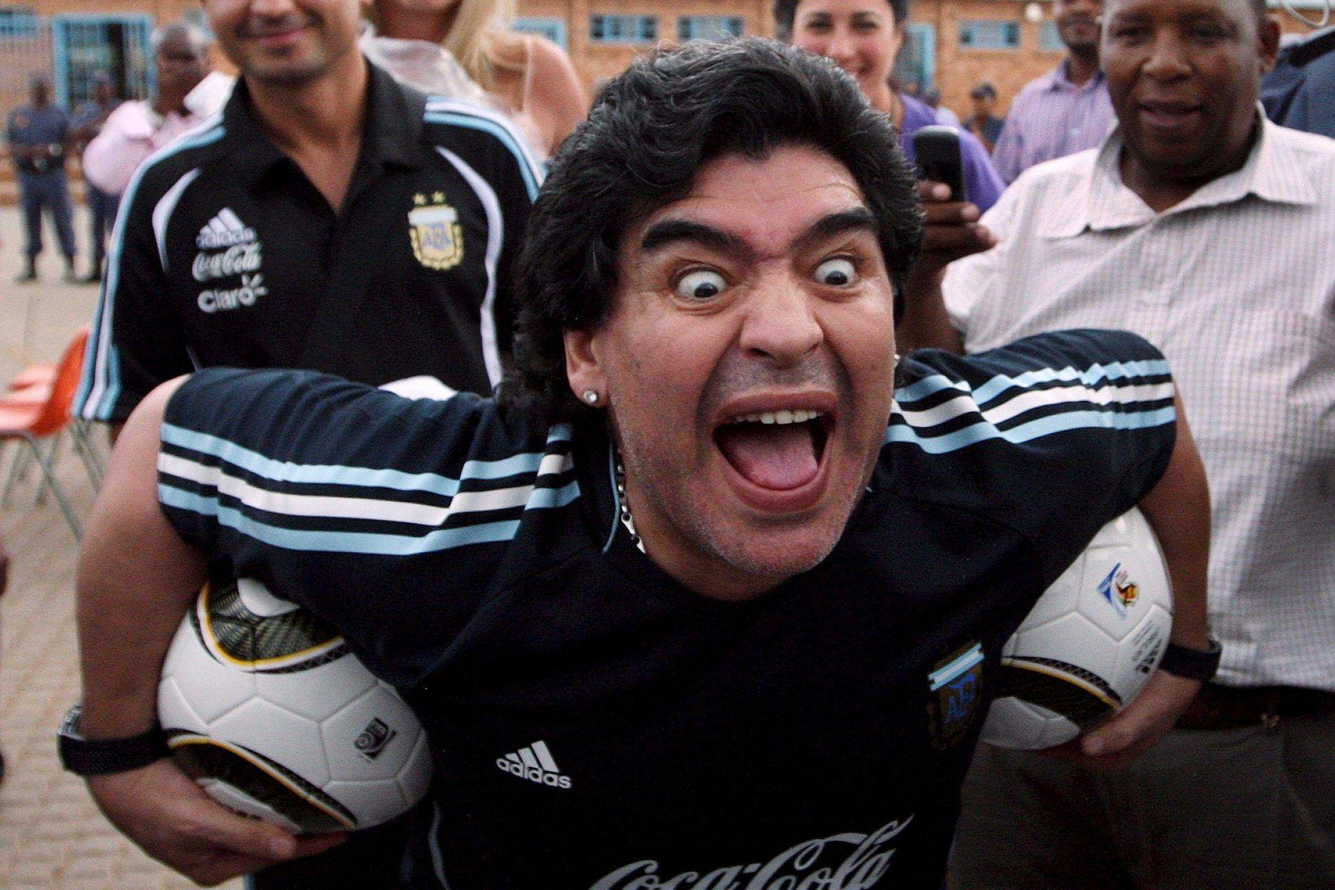 En una visita a Sudáfrica en enero de 2010, Maradona recibió a estudiantes