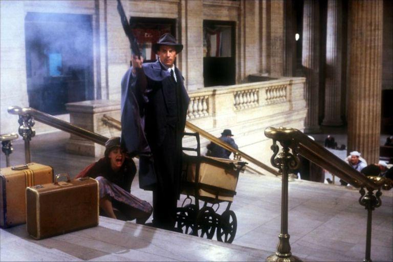 Kevin Costner en la famosa escena del cochecito