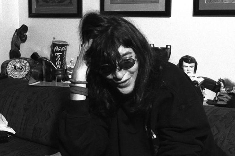 Joey Ramone entrevistado en su departamento de Manhattana sobre los planes de la banda en 1997