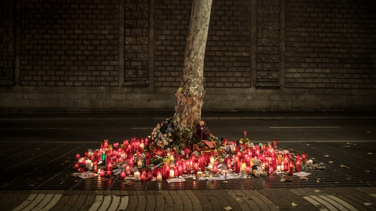 Atentados en Barcelona: murió una alemana de 51 años y suben a 16 los muertos