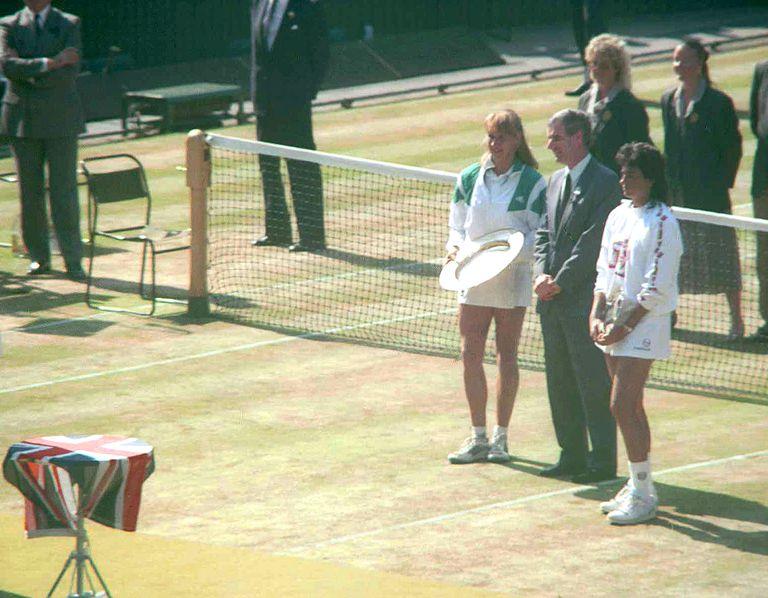 La ceremonia de premiación en el court central, con Graf y Sabatini tras recibir los trofeos