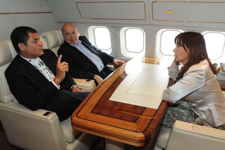 Cristina Kirchner junto a Rafael Correa en el Tango 01 en julio de 2009