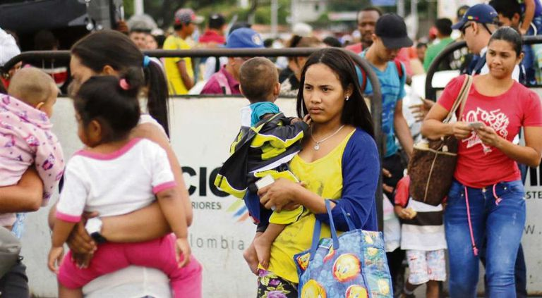 Como todos los días, miles de venezolanos cruzaron ayer el puente internacional que une San Antonio del Táchira con Cúcuta
