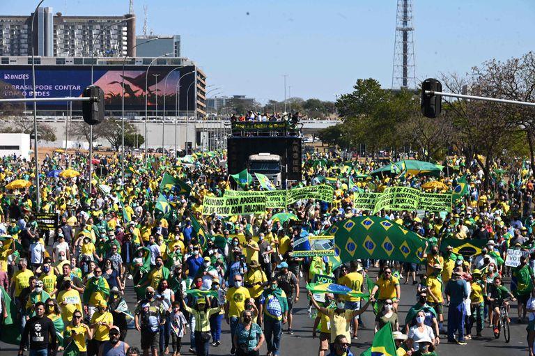 Jair Bolsonaro moviliza sus bases en respaldo a sus ataques al sistema electoral