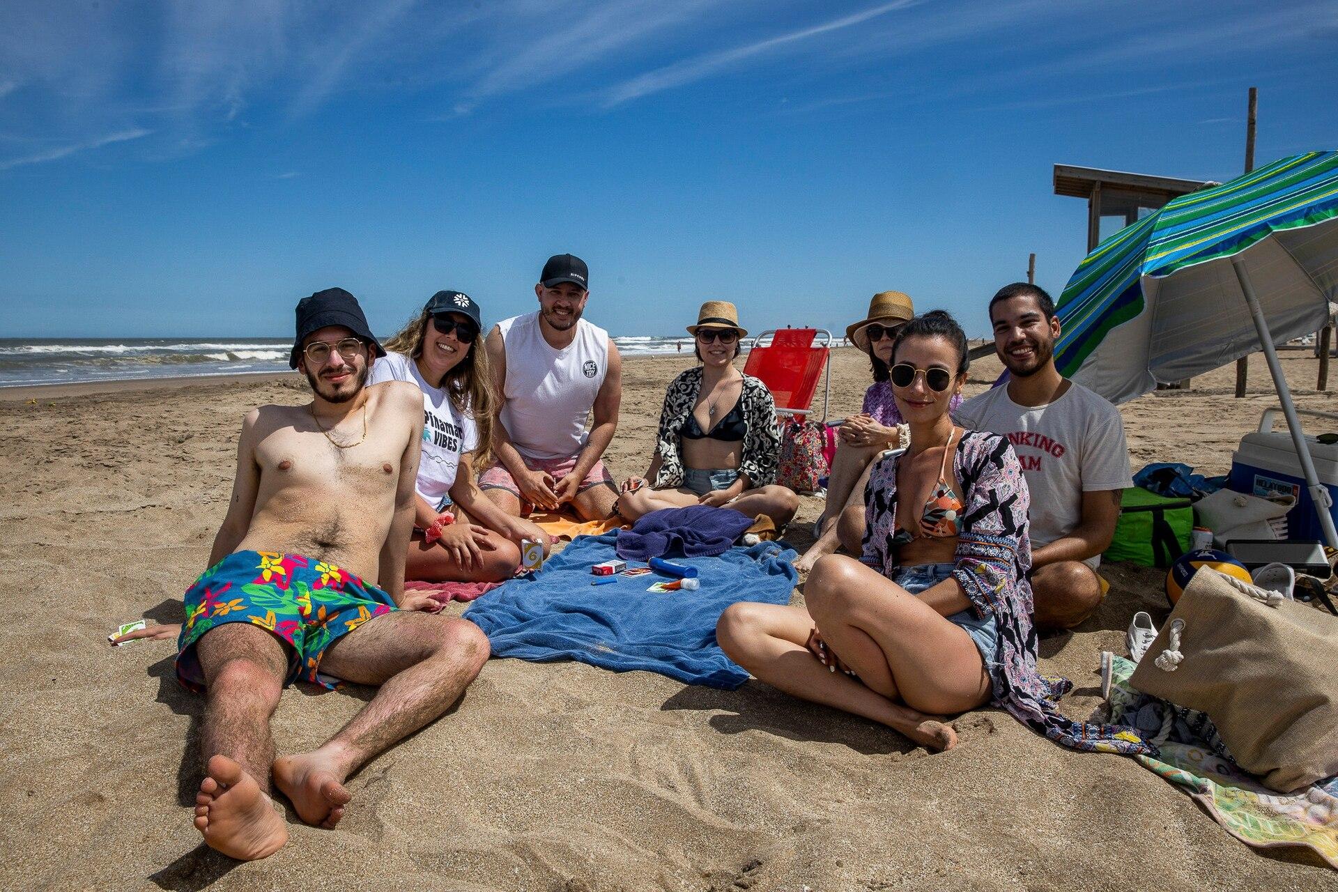 Luis Murillo y su grupo de amigos eligieron esta playa por la tranquilidad y el espacio