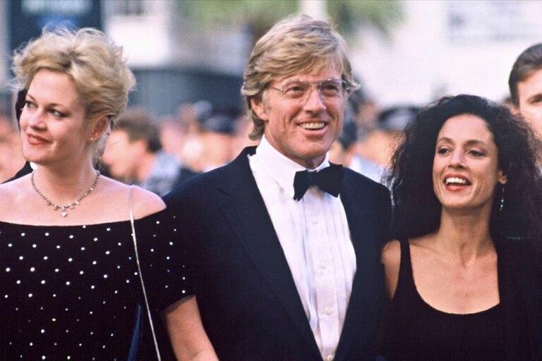 Robert Redford con Melanie Griffith y Sonia Braga en Cannes, en 1988; con la actriz brasileña vivió un intenso romance