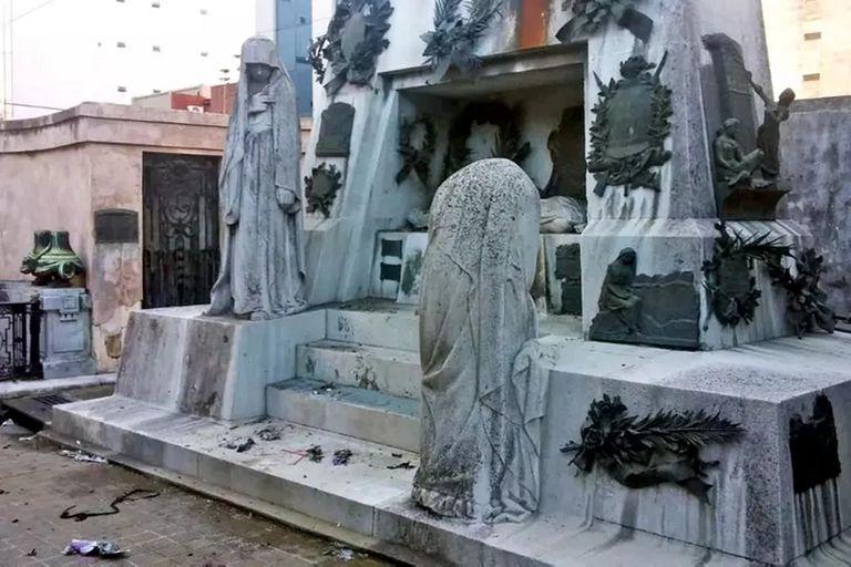 El ataque en el cementerio de La Recoleta fue a la tumba de Ramón Falcón