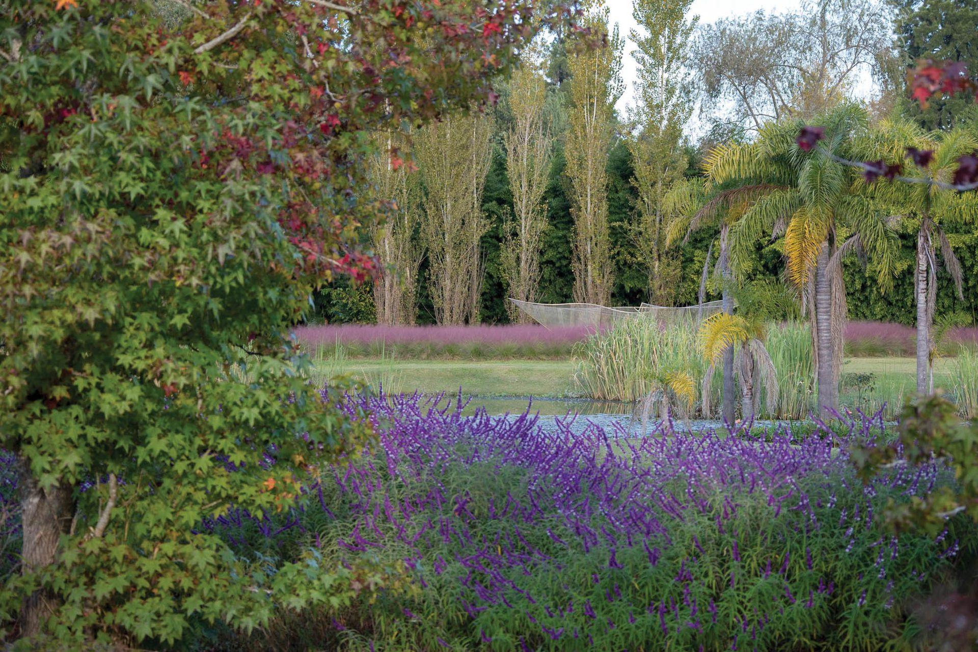 Los jardines de El Descanso albergan una enorme variedad de especies de plantas, además de obras de arte de reconocidos artistas.