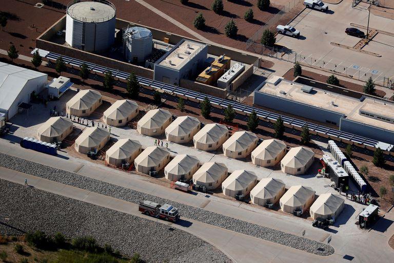 Vista de los campos donde están los menores detenidos en la frontera con México
