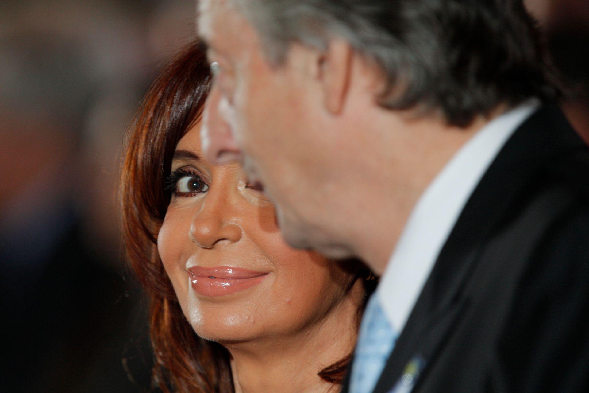 La presidenta Cristina Fernández y Néstor Kirchner, durante el Tedeum en la Catedral metropolitana el 25 de mayo de 2010