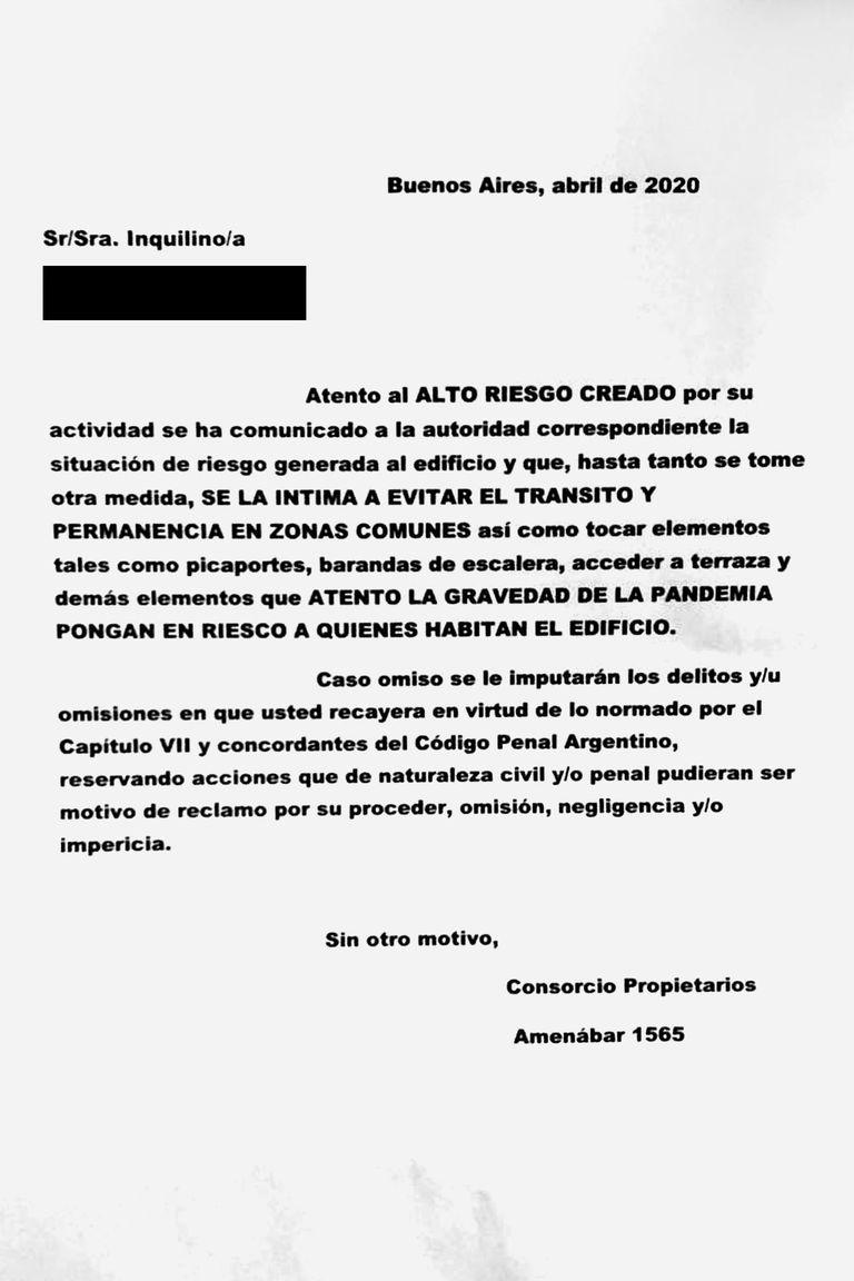 El texto completo de la carta pegada en el edificio de Belgrano en contra de una médica