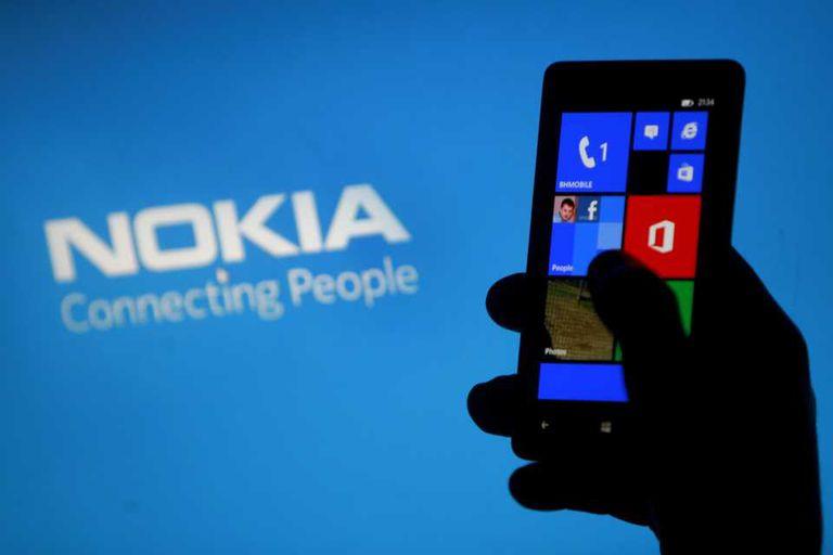 Un teléfono de Nokia con Windows Phone 8 de Microsoft